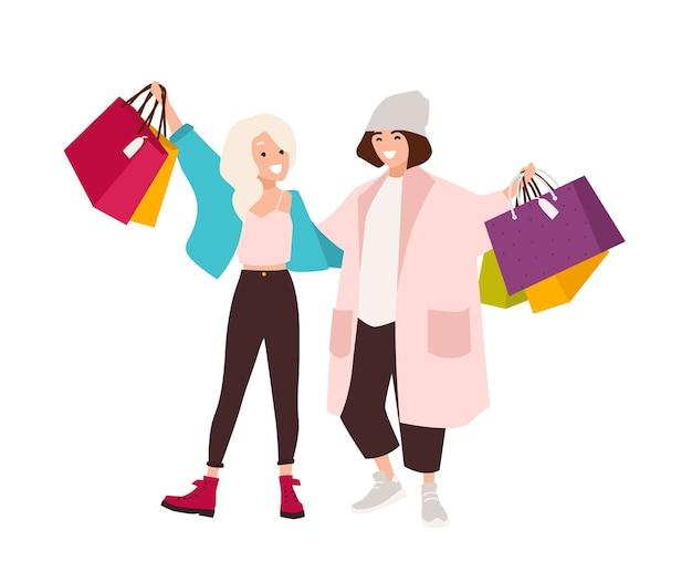 Par de adolescentes felices con bolsas de la compra.