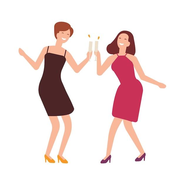 Par de mujeres alegres celebrando un cumpleaños.