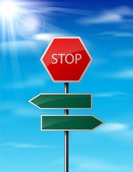 Parar y señal de tráfico en blanco sobre fondo de cielo