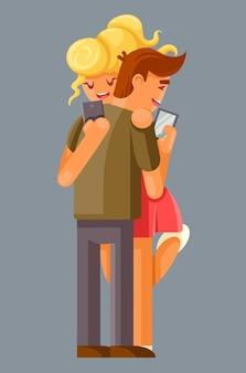 Pareja abrazando a todo el mundo mira a su gadget.