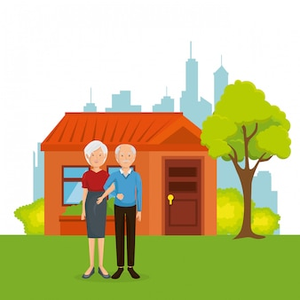 Pareja de abuelos fuera de casa