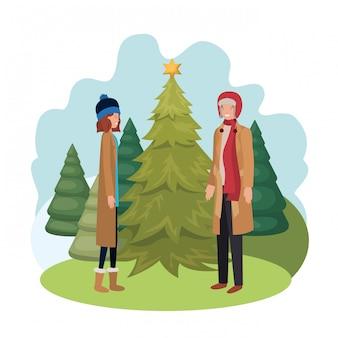Pareja con árbol de navidad en el paisaje
