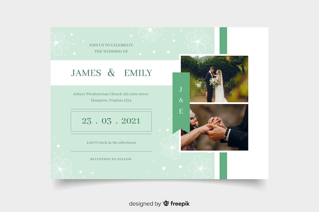 Pareja celebrando la invitación de boda con foto