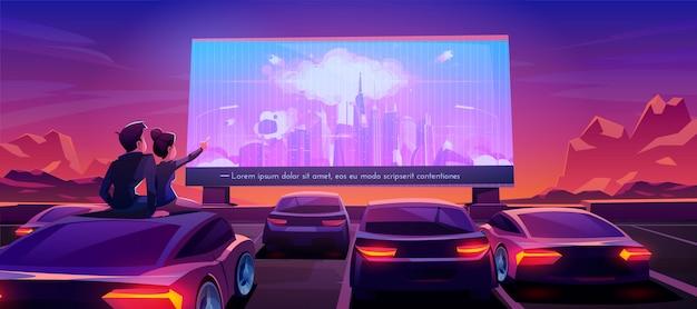 Pareja en el cine del coche, saliendo en el autocine