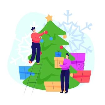 Pareja decorando el árbol de navidad