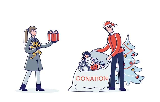 Pareja donando juguetes y regalos para las vacaciones de navidad para niños pobres