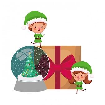 Pareja de elfos con caja de regalo y bola de cristal.