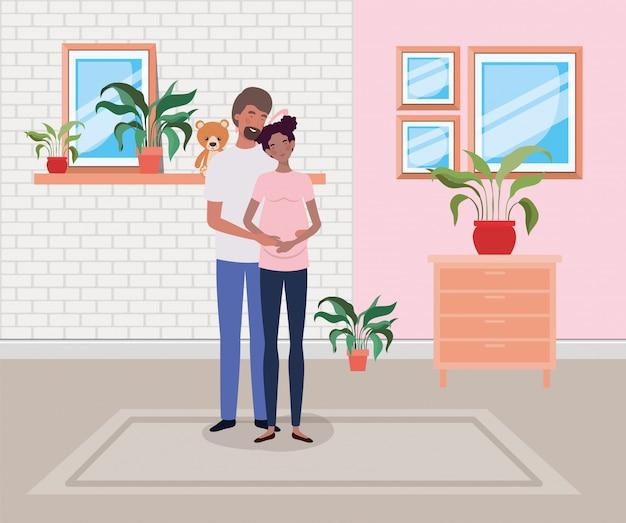 Pareja de embarazo en casa con cajón