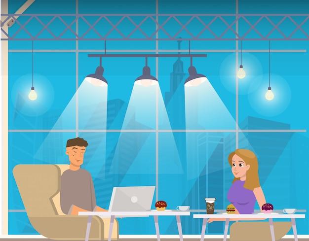 Pareja freelance con laptop, café en coworking