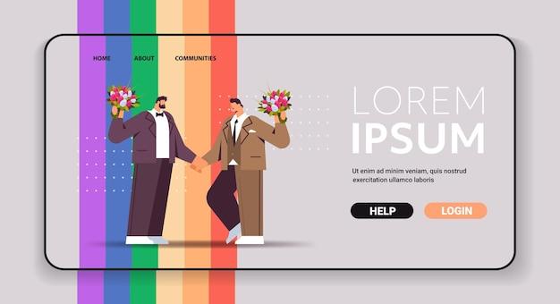 Pareja gay de recién casados con flores parados juntos amor transgénero celebración de bodas en la comunidad lgbt