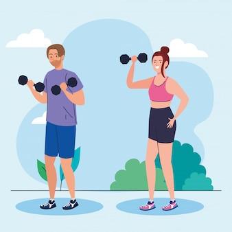 Pareja haciendo ejercicios con pesas al aire libre, ejercicio de recreación deportiva