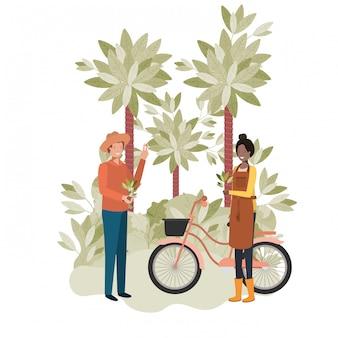 Pareja de jardineros con árboles y bicicleta.