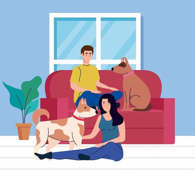 Pareja joven en la sala de estar con perros mascota