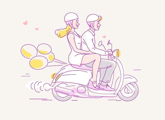 Pareja joven viajando en moto con globos detrás.