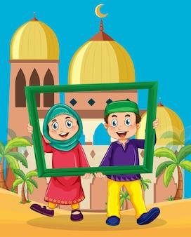 Pareja musulmana sosteniendo el marco de fotos frente a la ilustración de la mezquita
