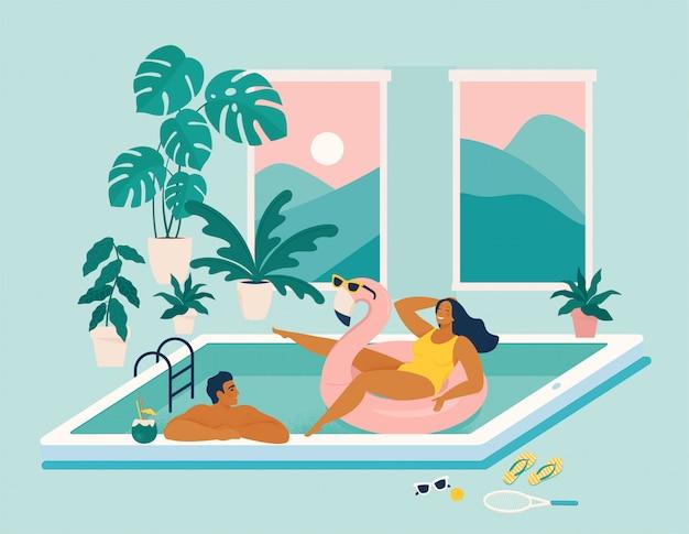 Pareja pasa las vacaciones de verano en la piscina durante la cuarentena.