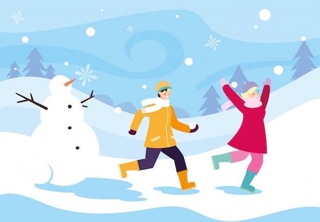 Pareja de personas con muñeco de nieve en el paisaje de invierno