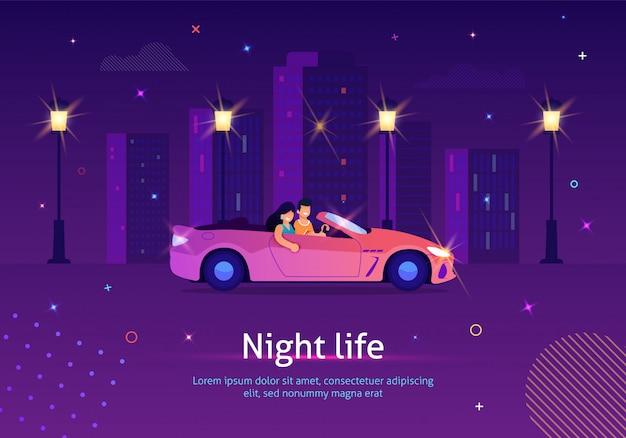 Pareja de personas que conducen un coche descapotable por la noche.