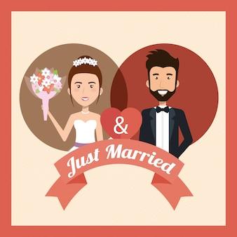 Pareja de recién casados con personajes de avatares de corazones