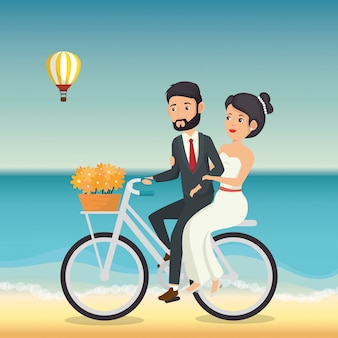 Pareja de recién casados en la playa con bicicleta