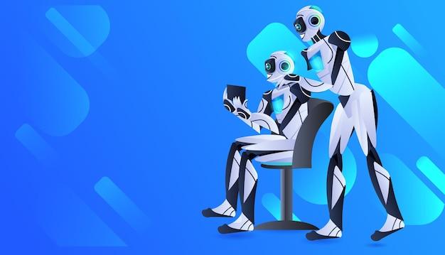 Pareja de robots usando personajes robóticos modernos de tablet pc