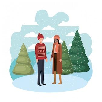 Pareja con ropa de invierno y personaje de avatar de pino de invierno.