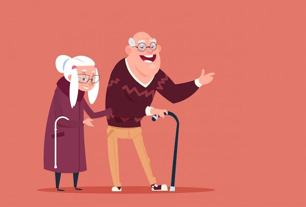 Pareja senior personas caminando con bastón abuelo moderno y abuela encuadre de cuerpo entero
