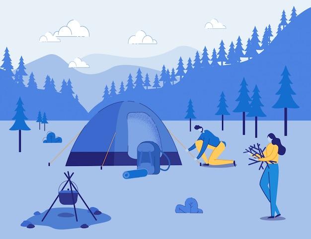 Pareja de turistas establece campamento y fuego en las montañas.