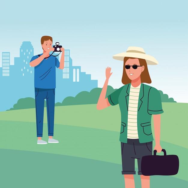 Pareja de turistas realizando actividades en la escena del campo.