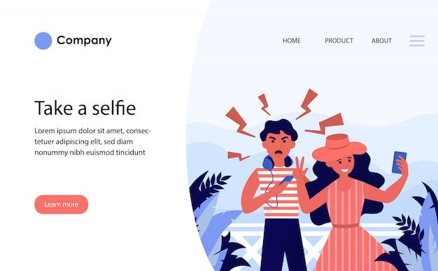 Pareja de turistas tomando selfie de vacaciones. plantilla de sitio web o página de destino