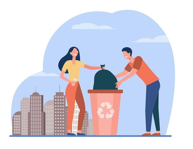 Pareja de voluntarios recogiendo basura. personas que colocan la bolsa con basura en la ilustración de vector plano de contenedor. reducción de residuos, voluntariado, reciclaje