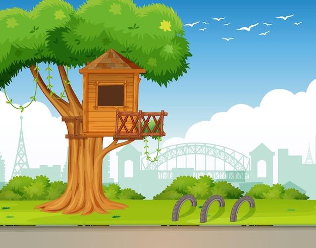 Parque al aire libre con casa en el árbol.