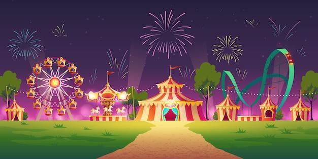 Parque de atracciones con carpa de circo y fuegos artificiales.