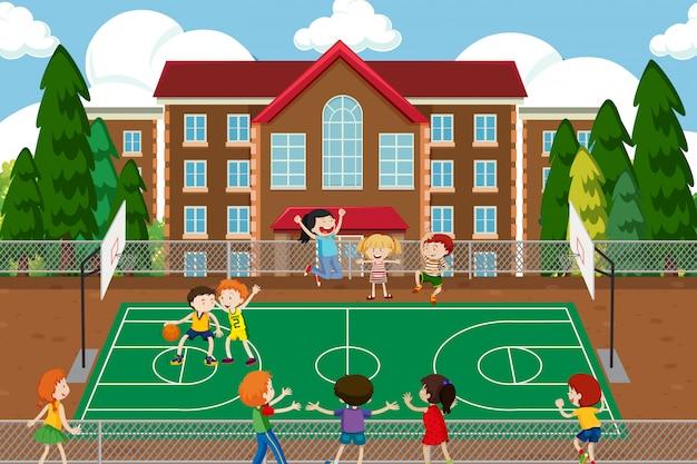 Partido de baloncesto animando a la gente