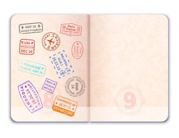 Pasaporte extranjero abierto realista con sellos de inmigración en una de las páginas en blanco