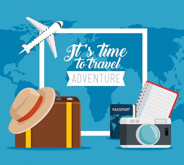 Pasaporte de viaje con cámara y equipaje para vacaciones
