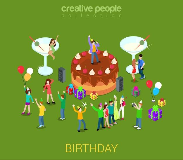 Pastel de fiesta de cumpleaños tarta de crema de chocolate con micro personas alrededor