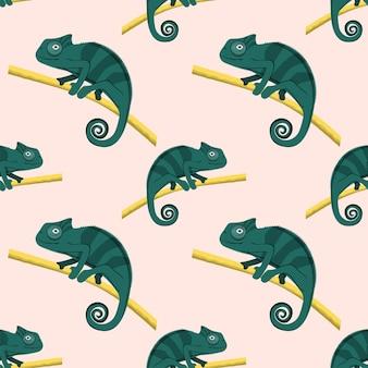 Patrón de camaleones verdes lindos caminando sobre la rama de un árbol, ilustración vectorial.