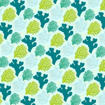 Patrón de coral verde con diferentes elementos marinos.