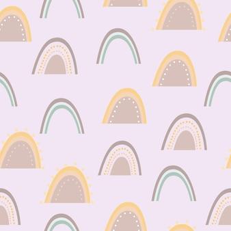 Patrón sin costuras de arco iris en púrpura