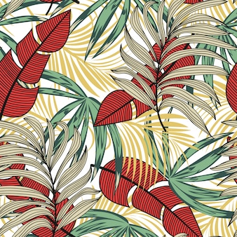 Patrón sin costuras de verano con plantas y hojas tropicales.