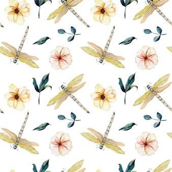 Patrón sin fisuras con acuarela tiernas libélulas y flores rosadas