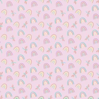 Patrón sin fisuras de arco iris y libélulas sobre un fondo lila.ilustración de vector