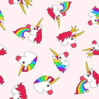 Patrón sin fisuras con arco iris de vómito de unicornio de hadas divertidas de dibujos animados, con corona y pelo de arco iris sobre fondo brillante