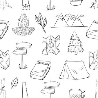Patrón sin fisuras de elementos de camping y senderismo con estilo dibujado a mano