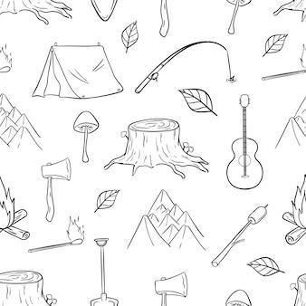 Patrón sin fisuras de los iconos de senderismo, camping y viajes con estilo doodle