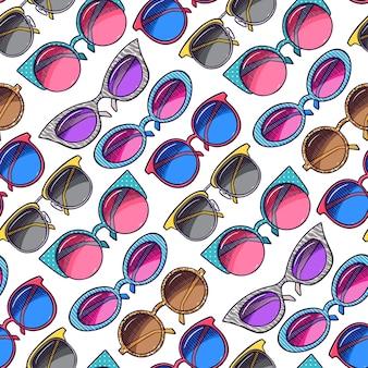 Patrón sin fisuras de lindas gafas de sol vintage coloridas.