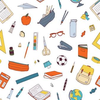 Patrón sin fisuras con papelería escolar y herramientas para el aprendizaje, estudios, educación.
