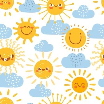 Patrón sin fisuras de sol de dibujos animados. imprimir para vivero con cielo de día soleado de verano con nubes. sol lindo bebé con divertidas caras emoji vector set. fondo de pantalla de elementos de clima cálido para niños