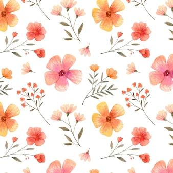 Patrón floral pintado a mano en tonos melocotón.